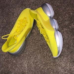 Puma yellow sneakers brand new never wore no tags